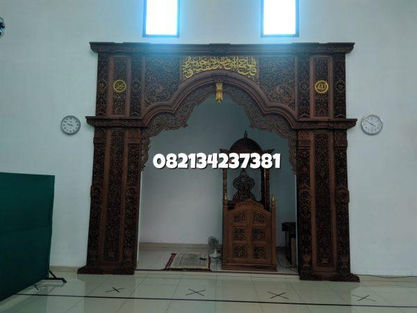 Mihrab-Masjid-Megah-Ornamen-Full Ukiran-3-dimensi-1