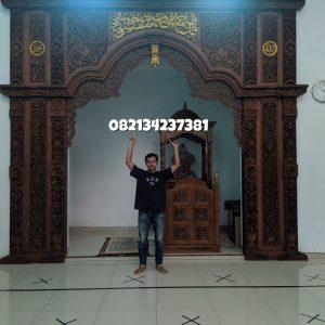 Mihrab-Masjid-Megah-Ornamen-Full Ukiran-3-dimensi