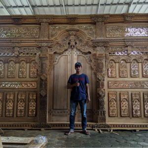 pintu-gebyok-ukir
